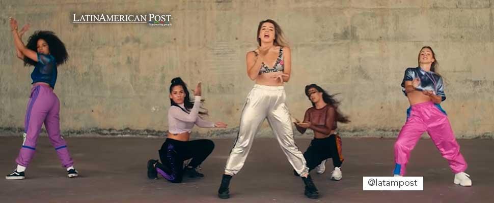 Still from a music video clip by Lola Indigo