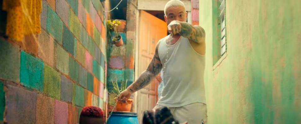 Frame from the video 'Perra' of J Balvin