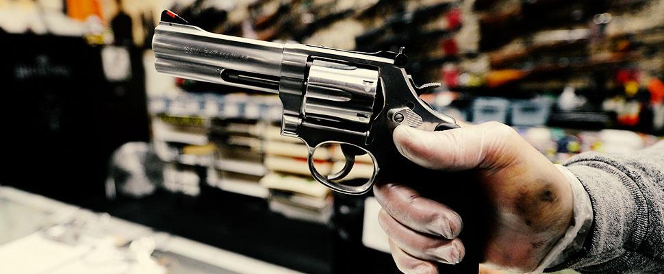armas y dinero