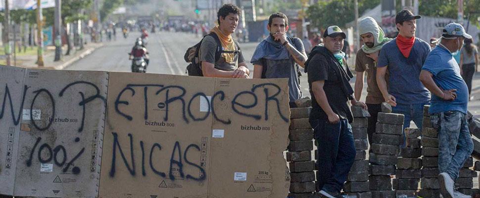 """""""Se han vuelto contra su propia gente en un ataque cruel, sostenido y letal"""": Erika Guevara"""