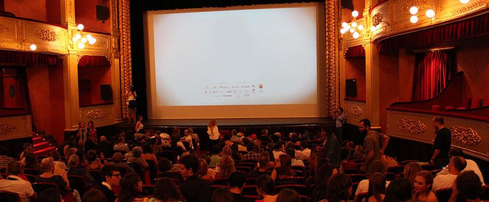 Sala de cine llena