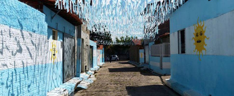 Un barrio de Brasil apoya a Argentina en el Mundial