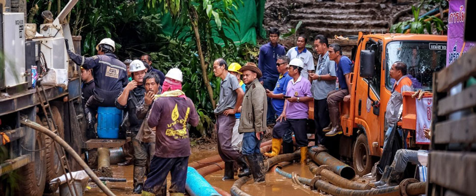 Monsoon season delates rescue of children trapped in Thai cave