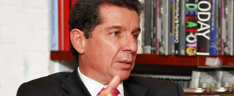 Who is the controversial candidate seeking to reach the Colombian Comptroller?