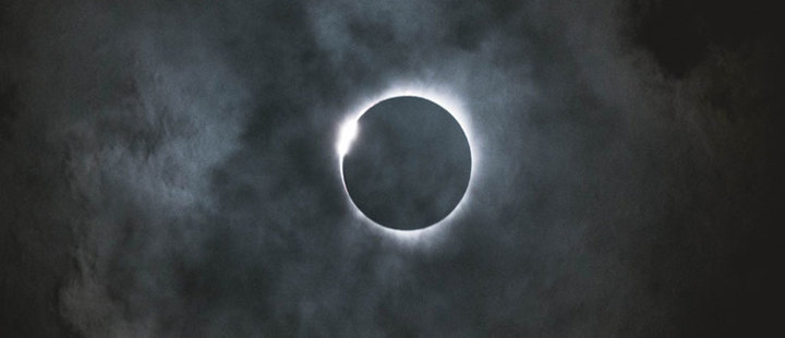 Eclipses and other 3 astronomical phenomena that you should watch