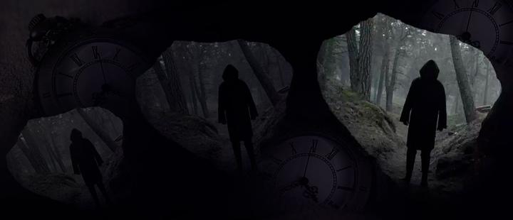 Captura de pantalla del trailer oficial de la serie Dark y relojes analógicos