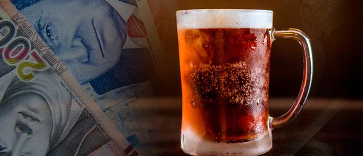 Vaso de cerveza con fotografías de la moneda nacional de Perú
