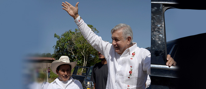 Mexican President Andrés Manuel López Obrador greets the inhabitants of Nuevo Momón