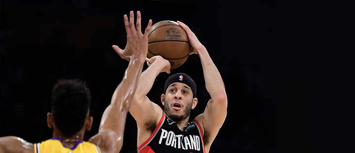 Portland Trail Blazers guard Seth Curry shoots as Los Angeles Lakers
