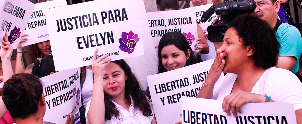 Protestors hold signs calling for justice and freedom for Evelyn Beatriz Hernandez