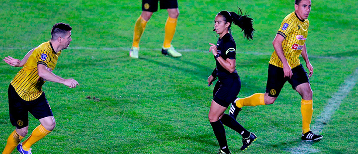 """""""The piece that soccer needed"""": women referees arrive to Paraguay's first division"""