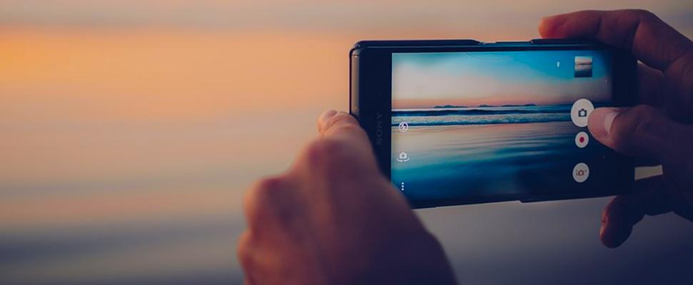 Teléfono Sony capturando una fotografía