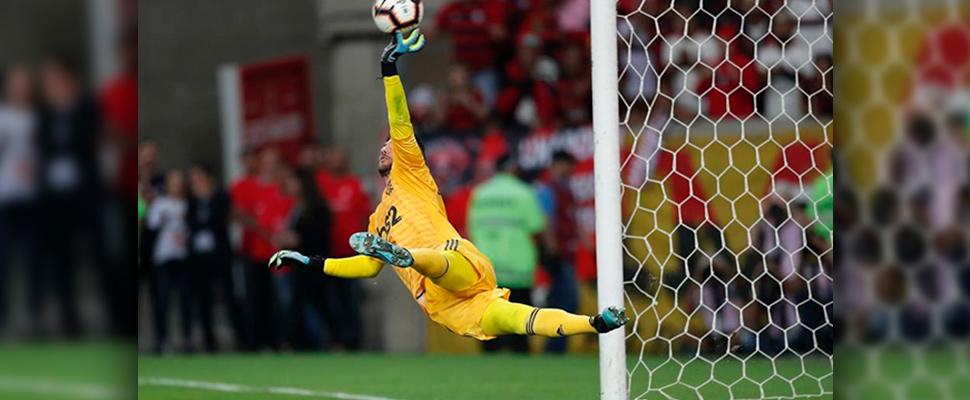 El portero Diego Alves de Flamengo
